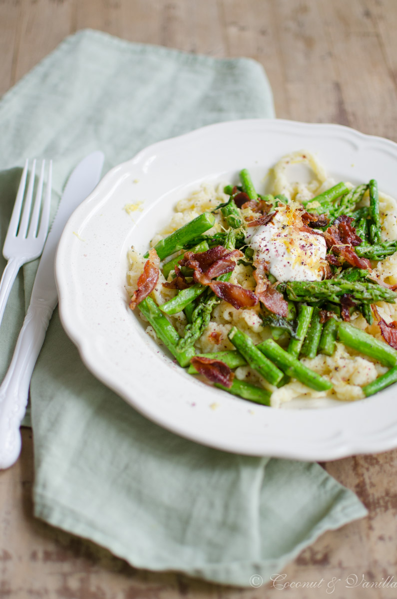 Spätzle-Spargel-Salat mit knusprigem Parmaschinken