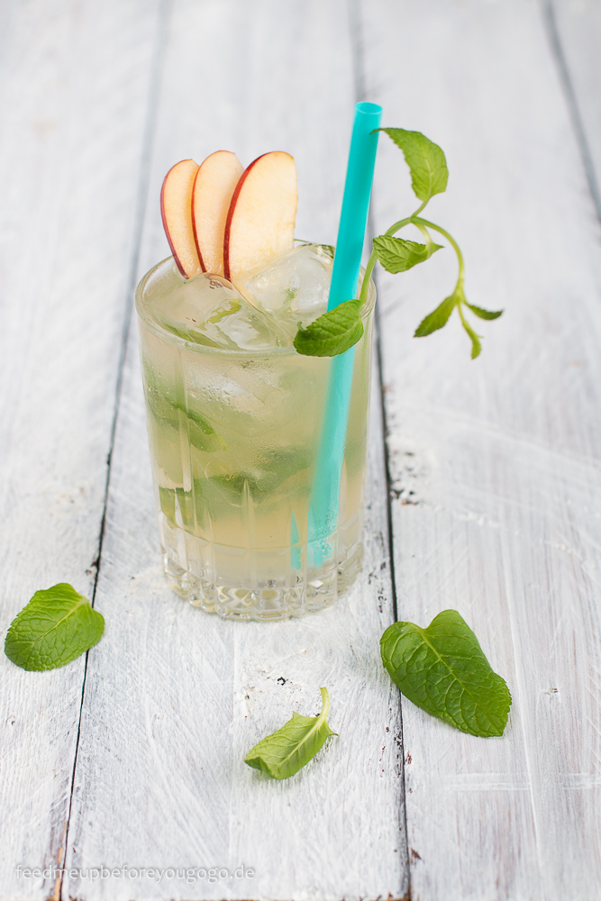Apple Honey Mule Cocktail von Feed me up before you go go