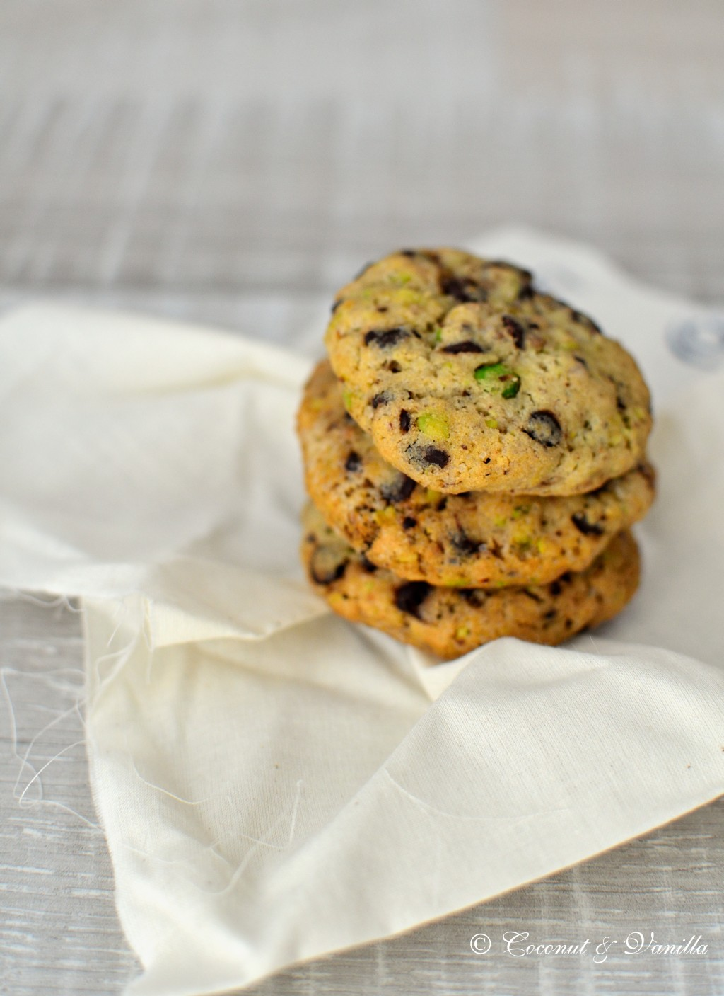 dark chocolate chip cookies with pistachios and smoked salt