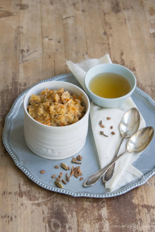 Haferflockenporridge mit Möhren, Kokos und Orange