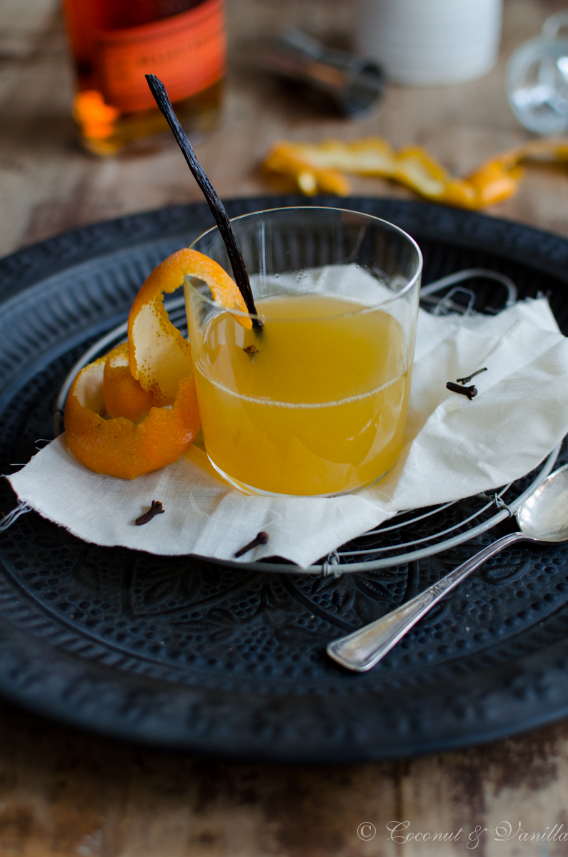 Hot Toddy with Bourbon and fresh orange juice - Hot Toddy mit Bourbon und frischem Orangensaft by Coconut & Vanilla