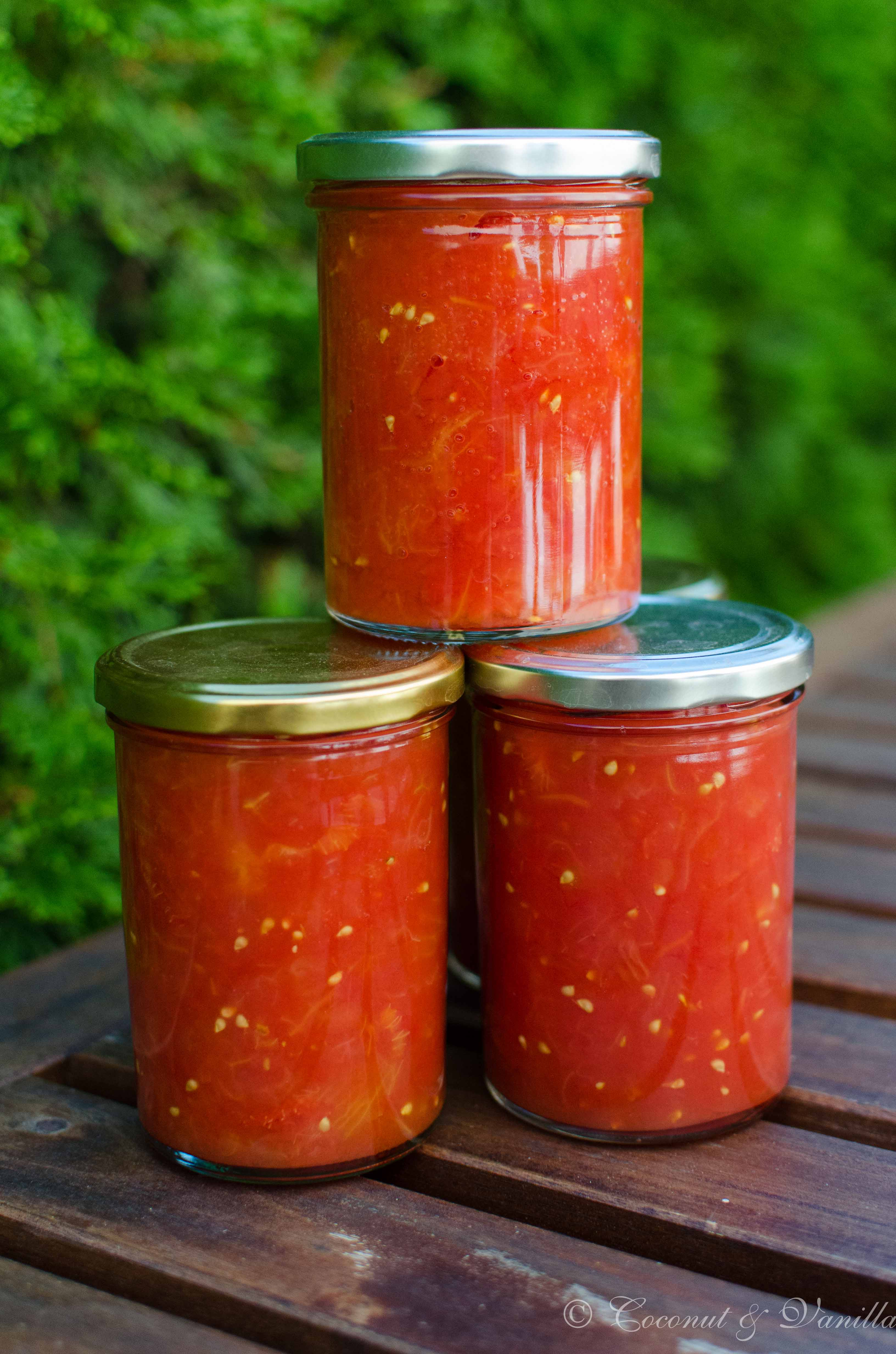 Stückige Tomaten eingemacht - preserved crushed tomatoes by Coconut & Vanilla