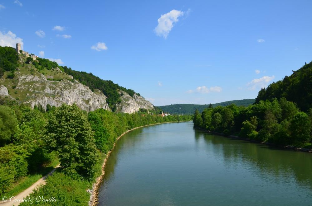 Blick über das Altmühltal von der längsten Holzbrücke Europas