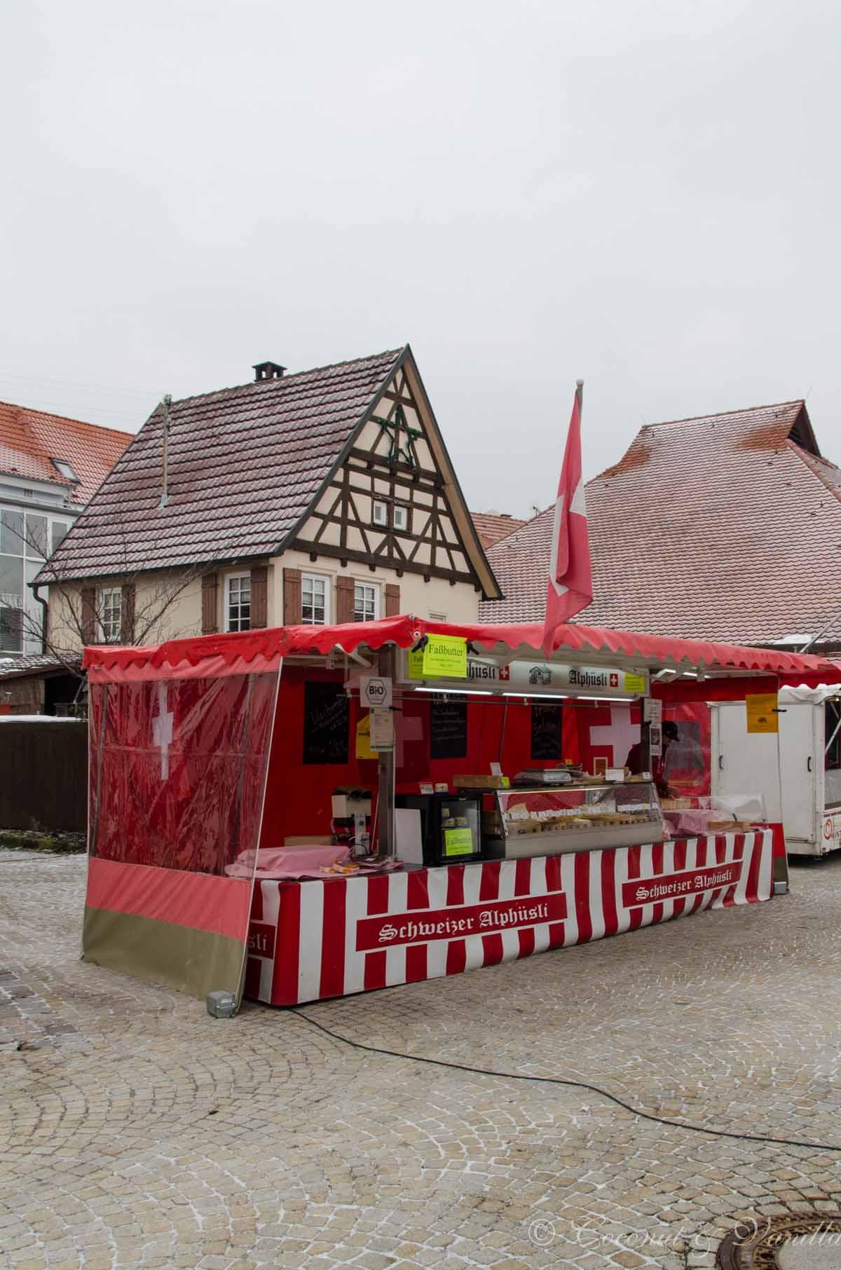 Metzingen Marktplatz, Schweizer Alphüsli