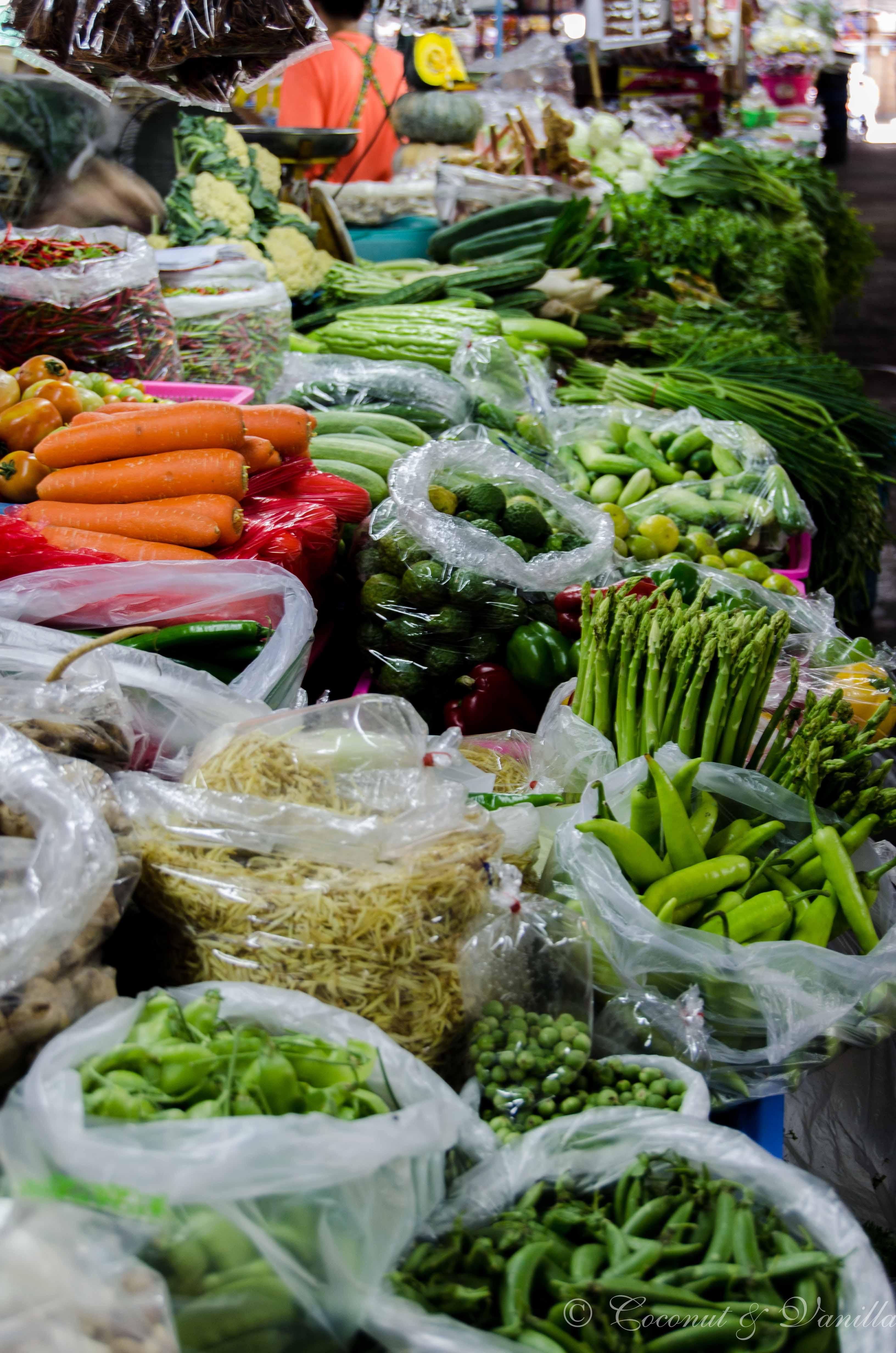 Markt in Chiang Mai Thailand: Gemüse by Coconut & Vanilla