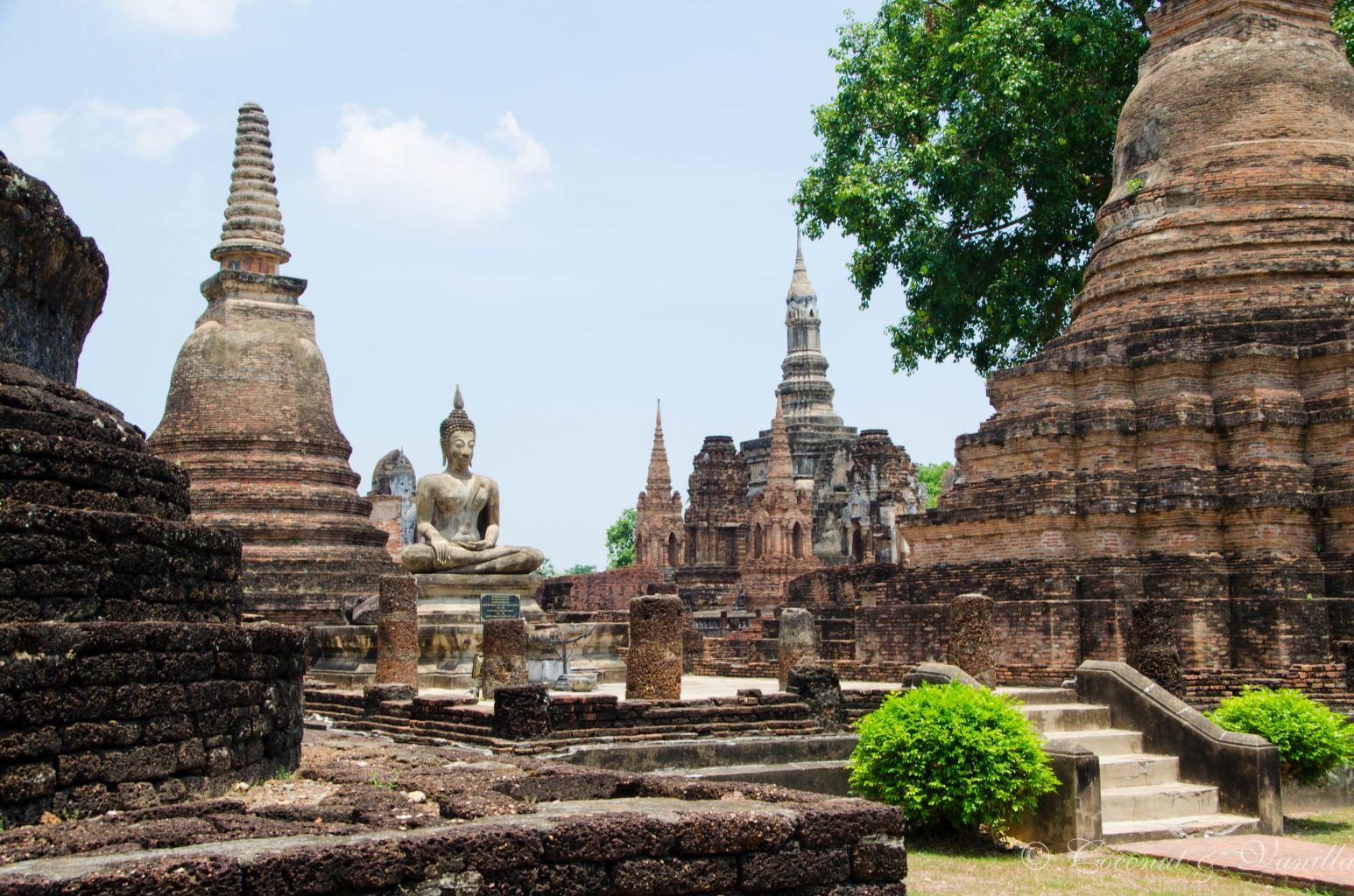 viele Tempel in Alt-Sukhothai by Coconut & Vanilla