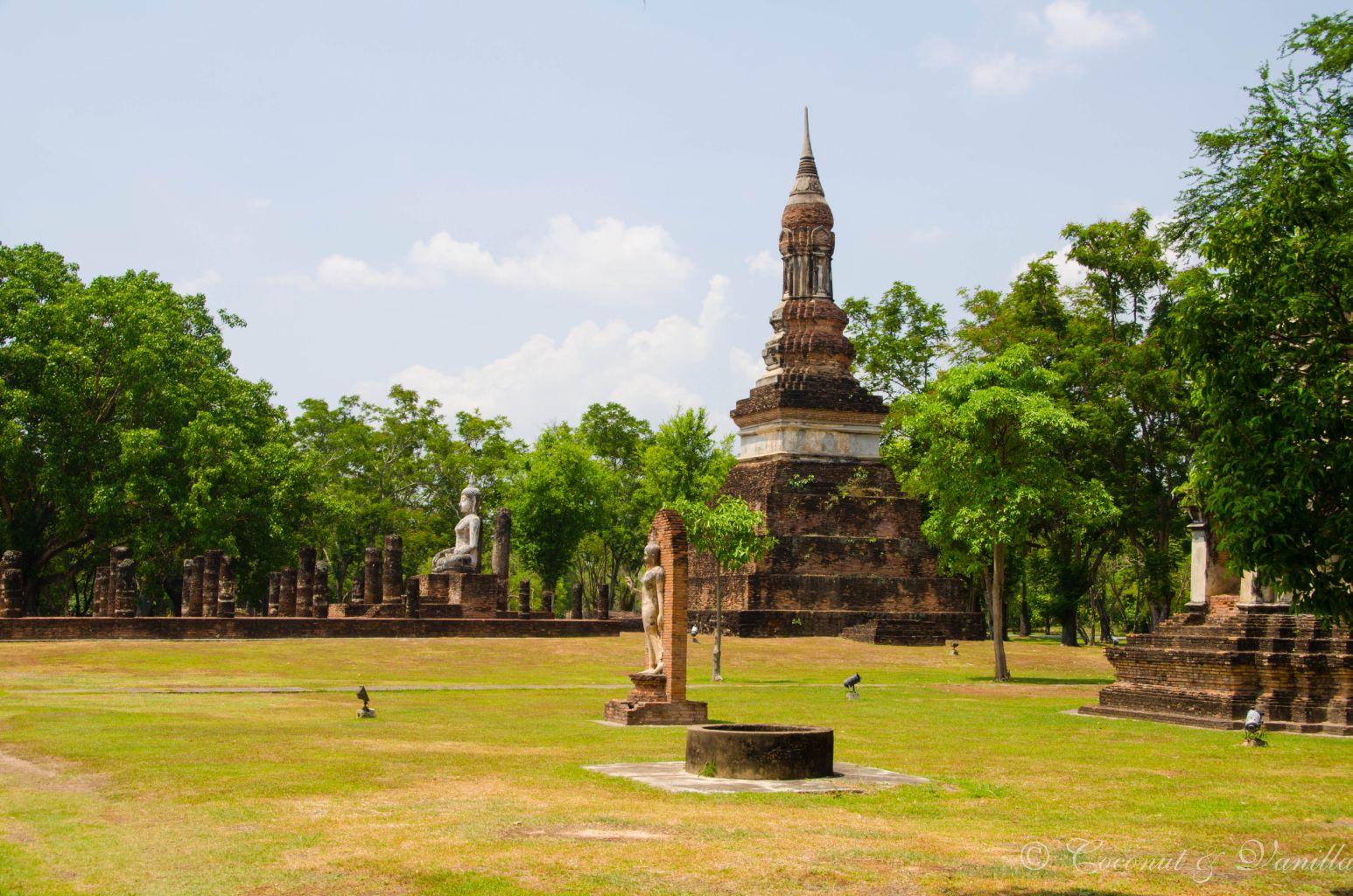 Tempel in Alt-Sukhothai by Coconut & Vanilla