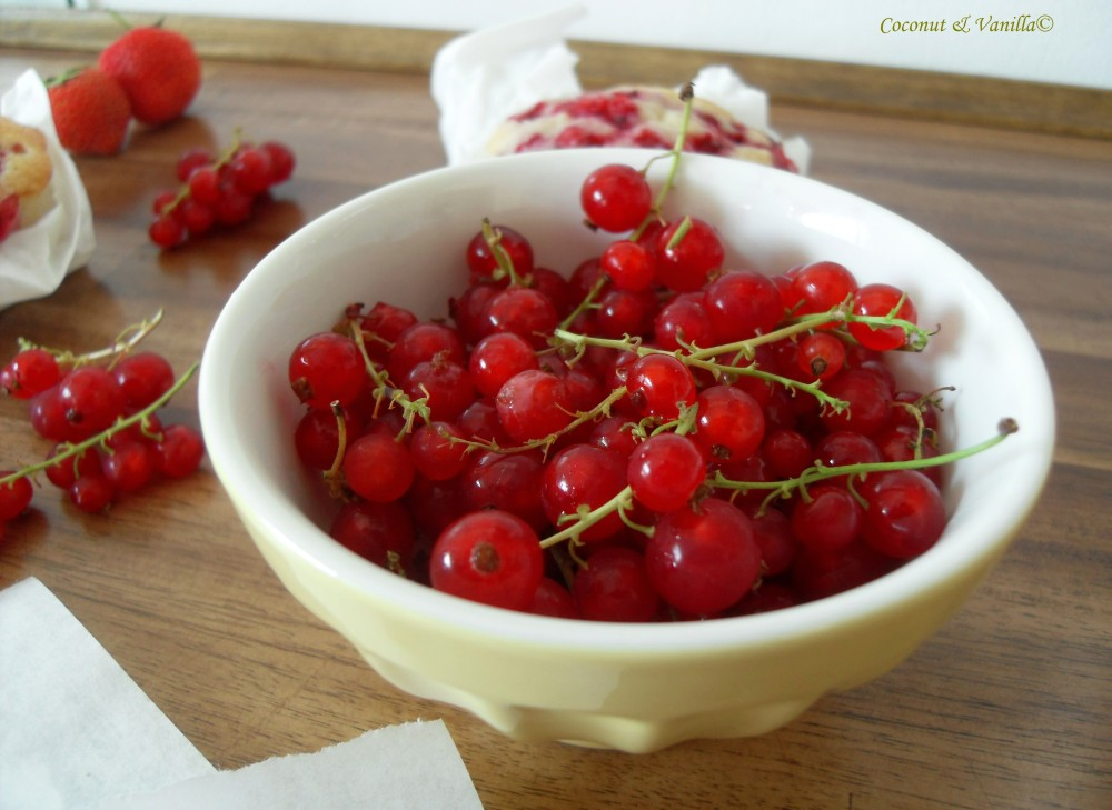 Friandaises mit roten Johannisbeeren