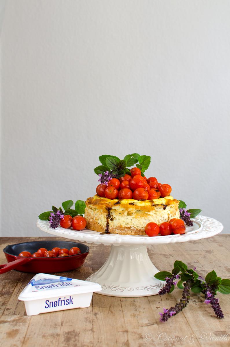 herzhafter Ziegenkäse-Cheesecake mit karamellisierten Kirschtomaten