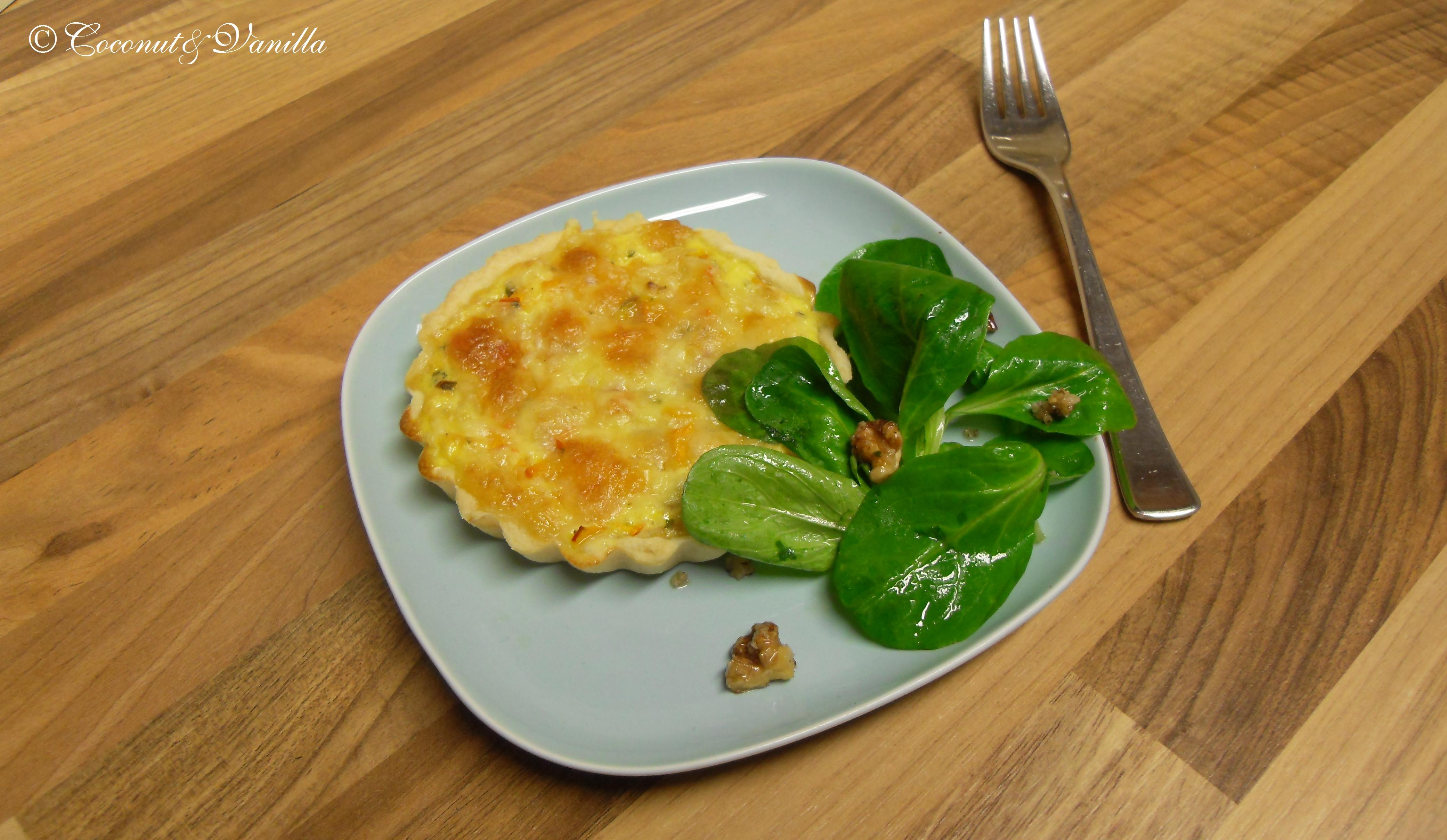 Mini Hokkaido Kürbis Quiches und nussiger Feldsalat