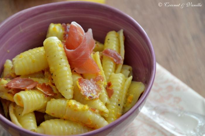 Orangen-Pasta mit Serrano-Schinken